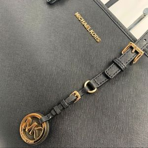 Michael Kors Bags - Michael Kors Jet Set Travel LG Ew Tote Leather